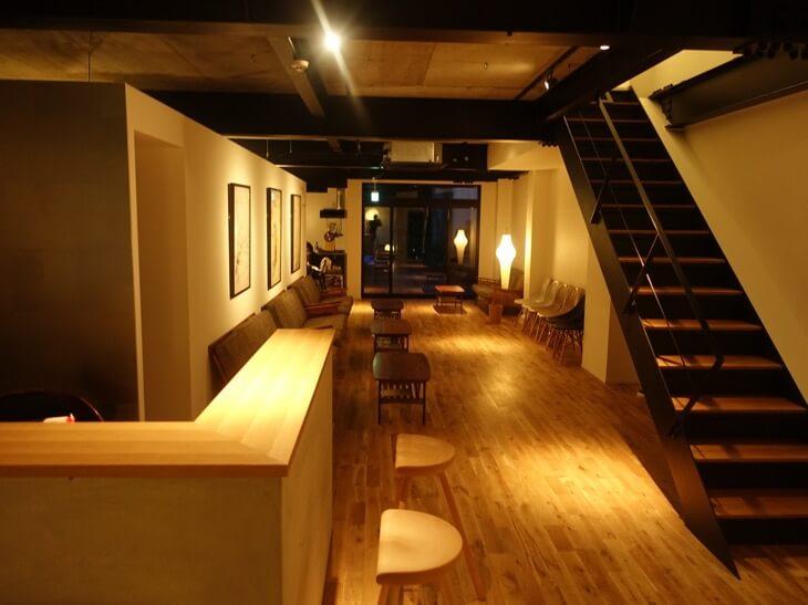 鹿庭荘の1階にある共有スペースの写真その1