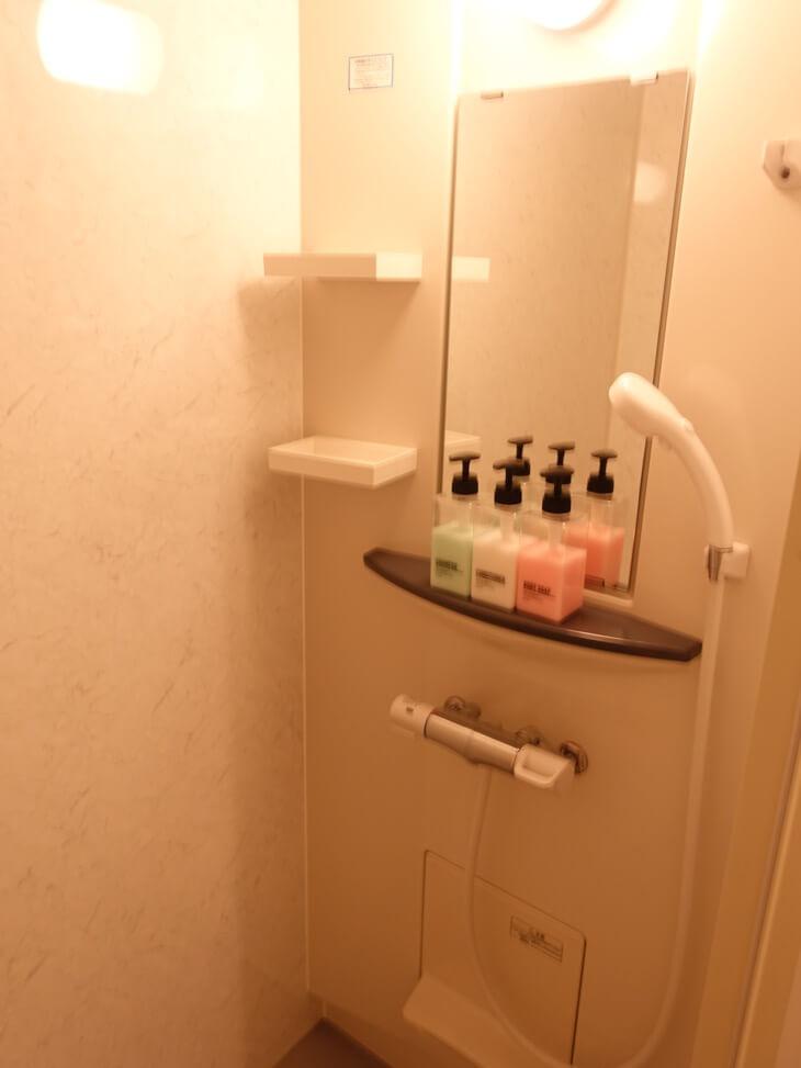 鹿庭荘のシャワールームの写真