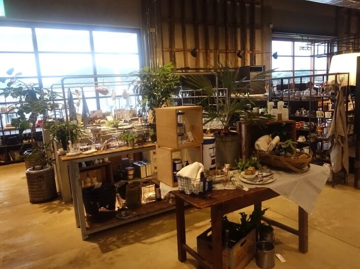 尾道U2にあるshima shopの外観の写真