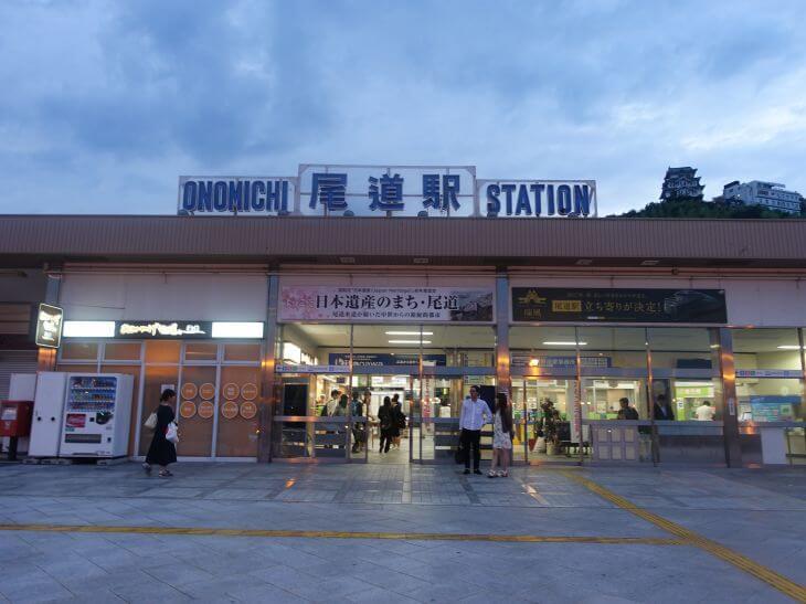 尾道駅の外観の写真