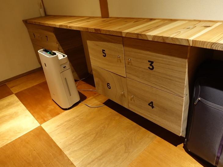 ワイパブアンドホステルトットリ2階にある貴重品保管庫の写真