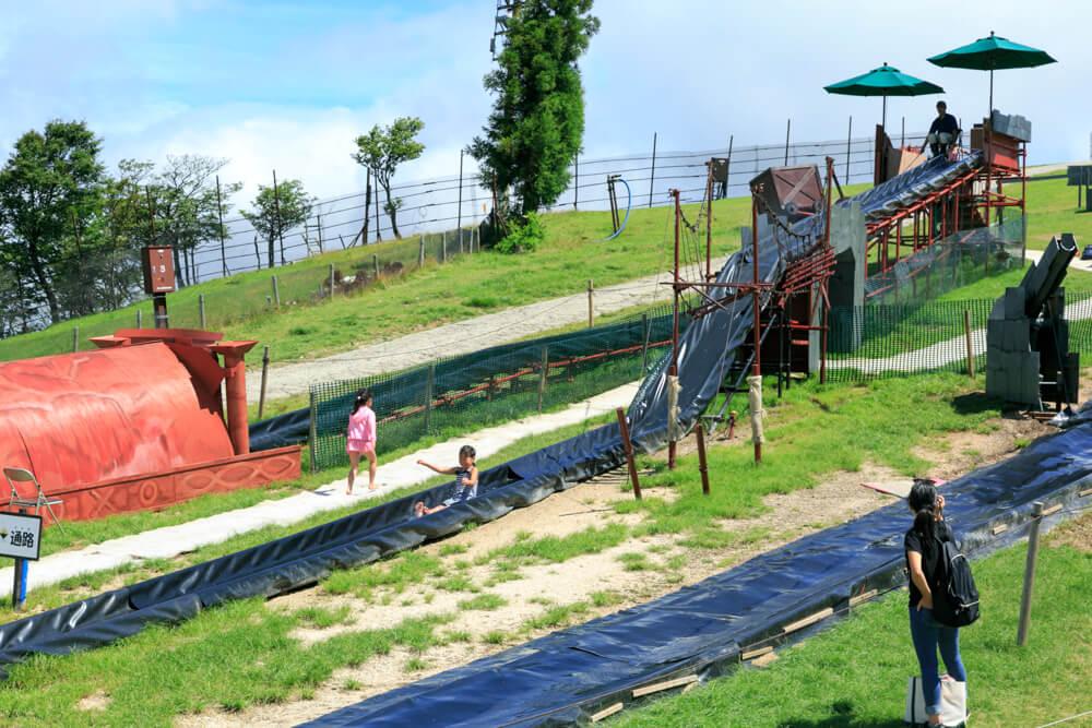 びわ湖バレイのプールとウォータースライダーの写真