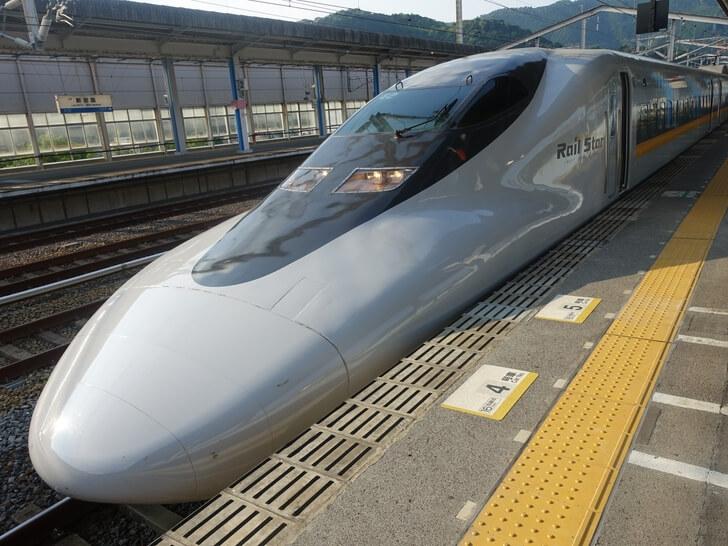 新岩国駅で撮影した新幹線の写真