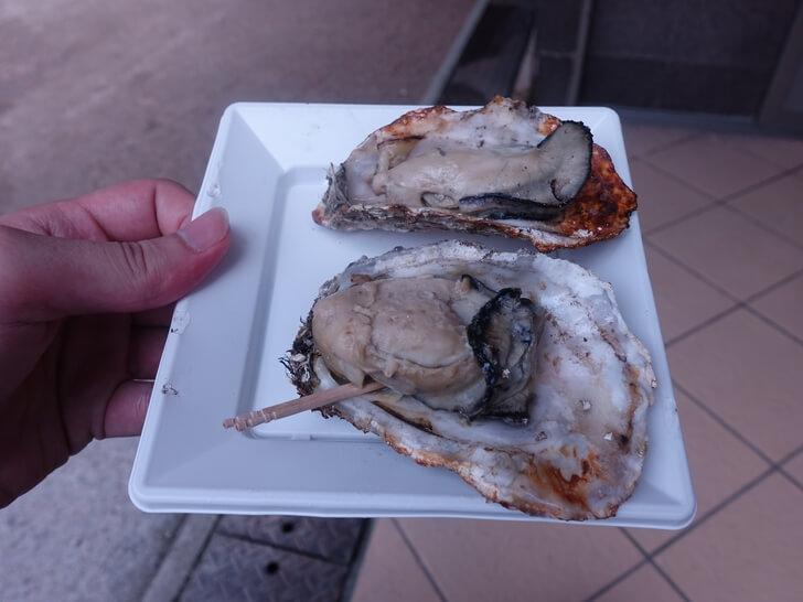 宮島グルメ生牡蠣の店の写真