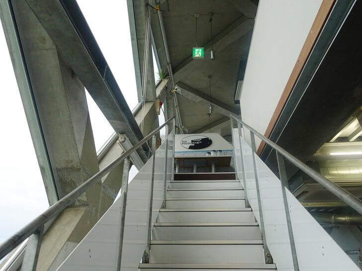 SEAHOUSEの階段を撮影した写真