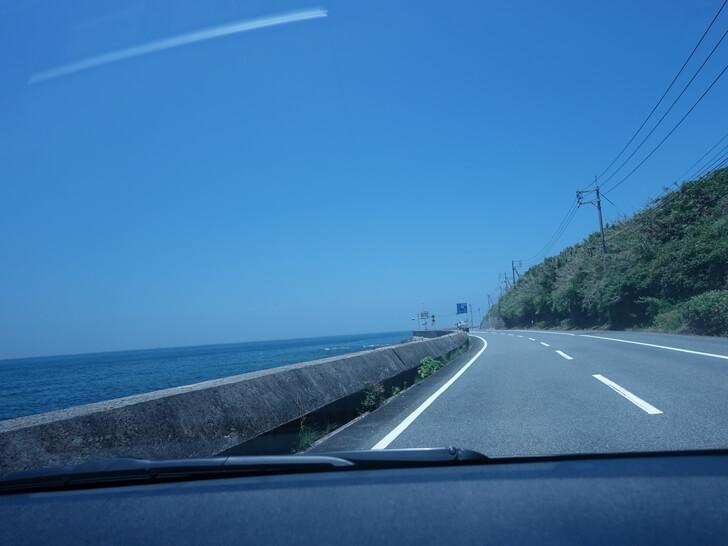 角島大橋へ向う道中を車内で撮影した写真