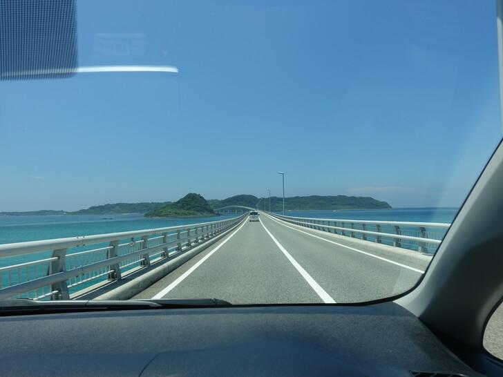 角島大橋を渡る道中を車内で撮影した写真