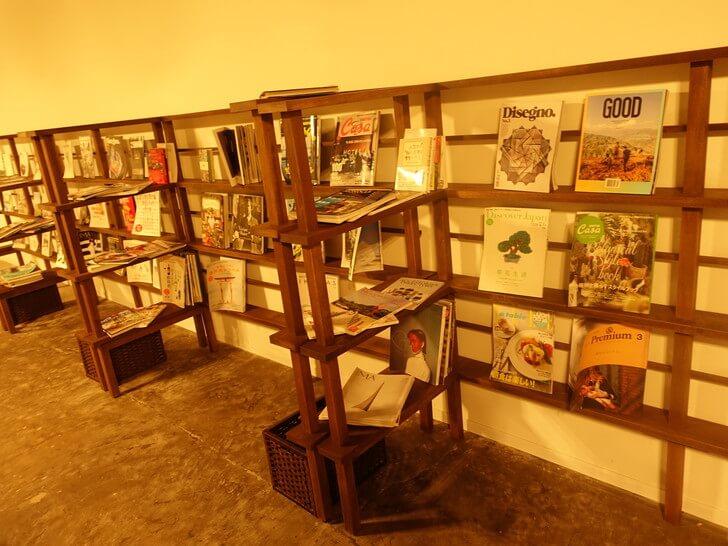 kincoのカフェスペースに置いてある雑誌の写真