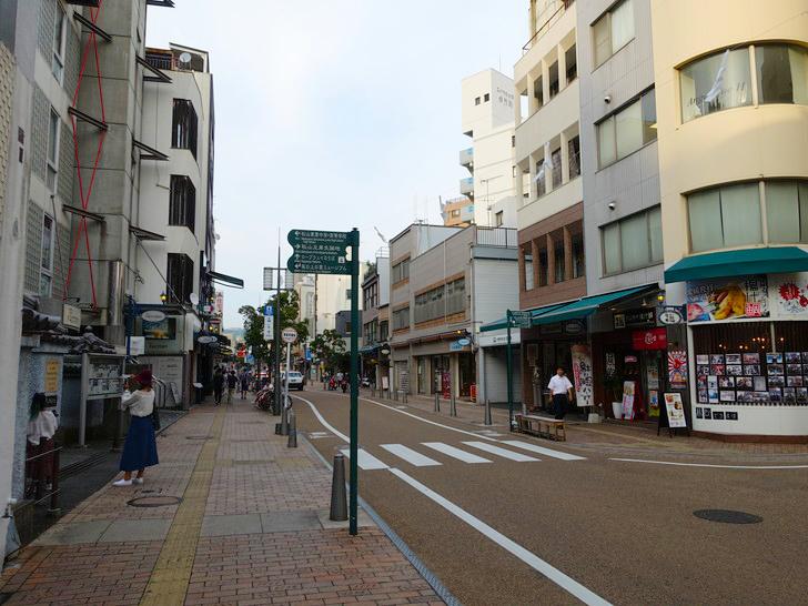 松山城へ続く道を撮影した写真