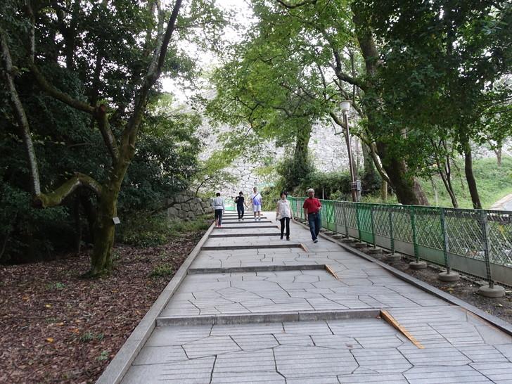 松山城へ向う途中の道