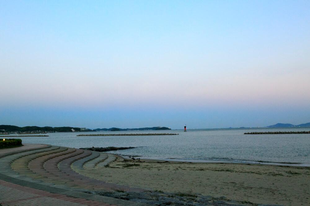 たらそ付近の防波堤から撮影した夕焼けの写真