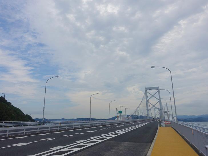 鳴門公園口のバス停から撮影した大鳴門橋の写真