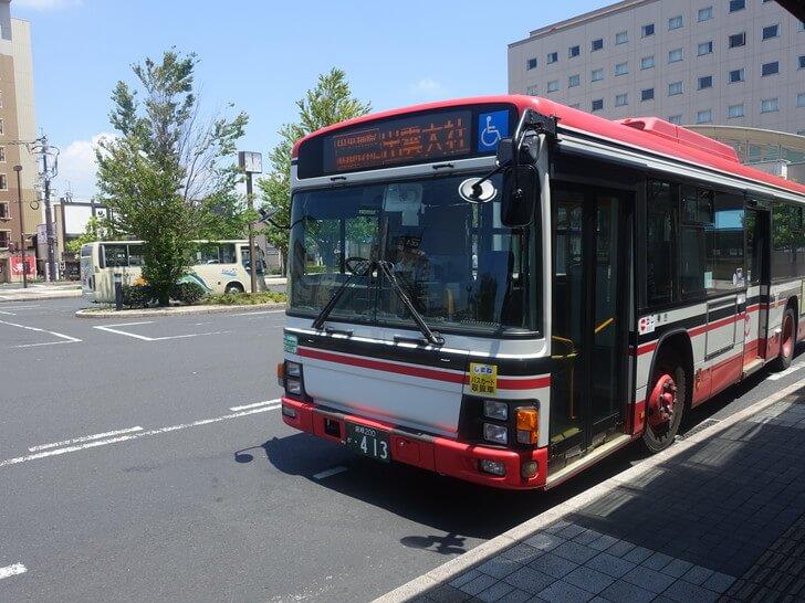 出雲大社へ向うバスの写真></noscript></p><h3><span id=