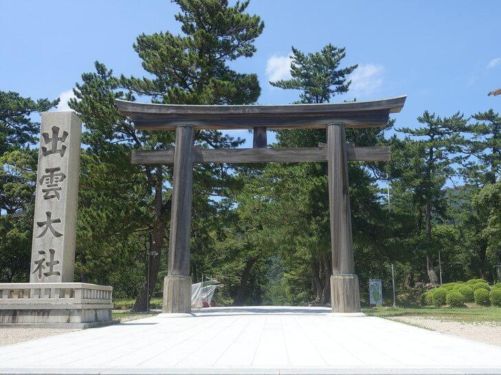 出雲大社の勢溜の大鳥居(木の鳥居)の写真