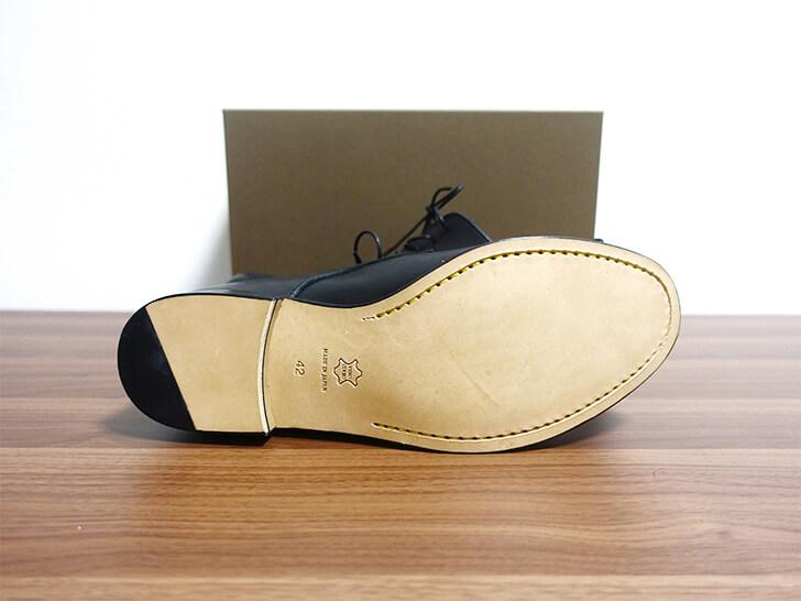 パドローネ・プレーントゥーシューズの靴底の写真