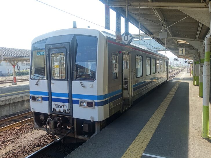 出雲市駅へ向うために乗車した電車の写真