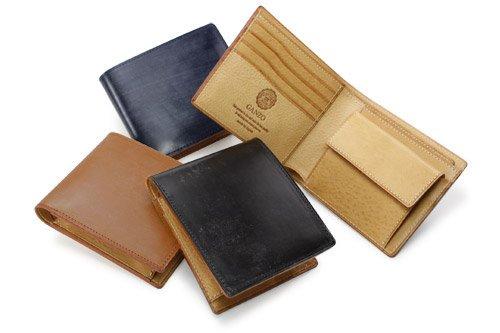 シンブライドル二つ折り財布のカラー展開を紹介した写真