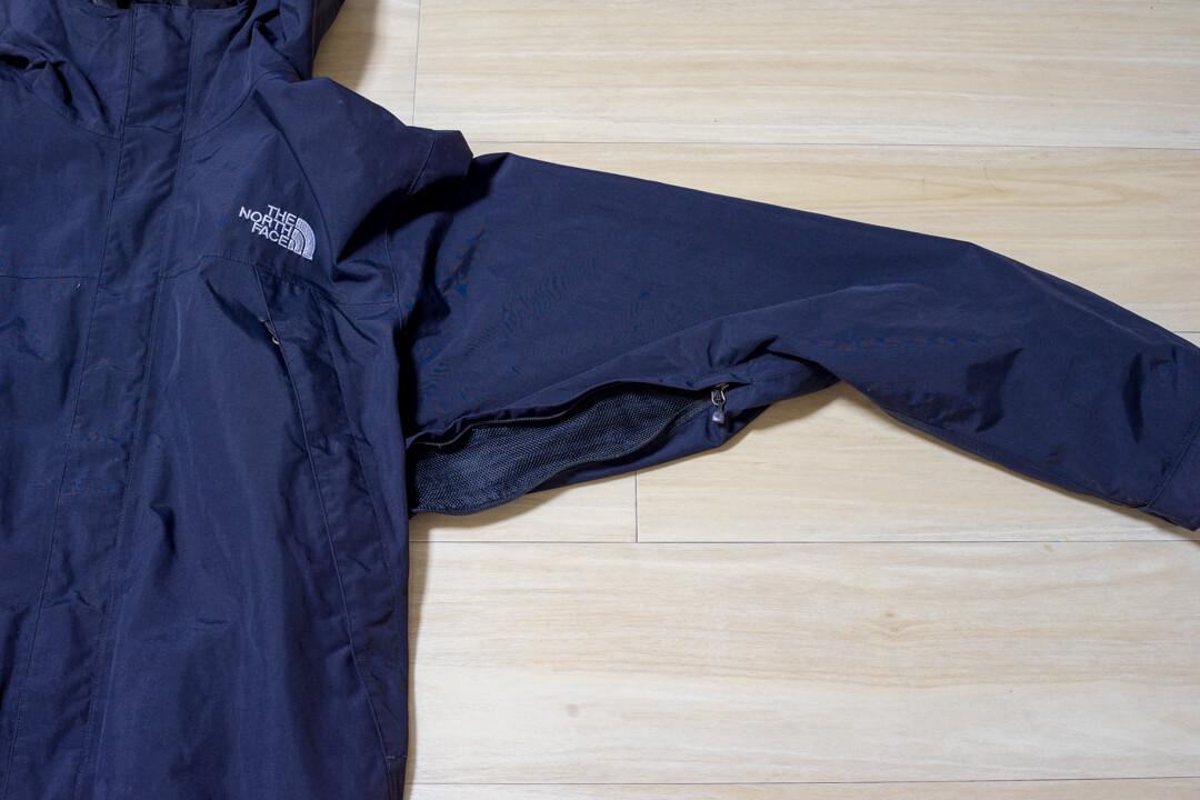 スクープジャケットのベンチレーション機能を紹介する写真