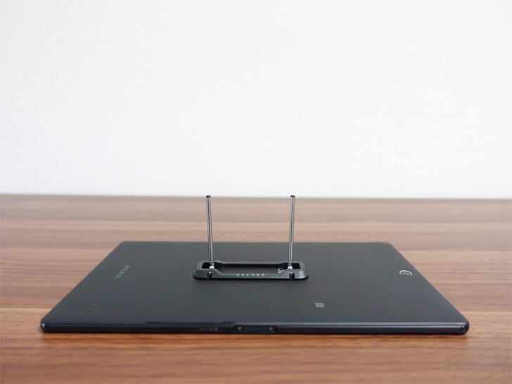 モバイルスタンドの伸縮する脚を紹介する写真