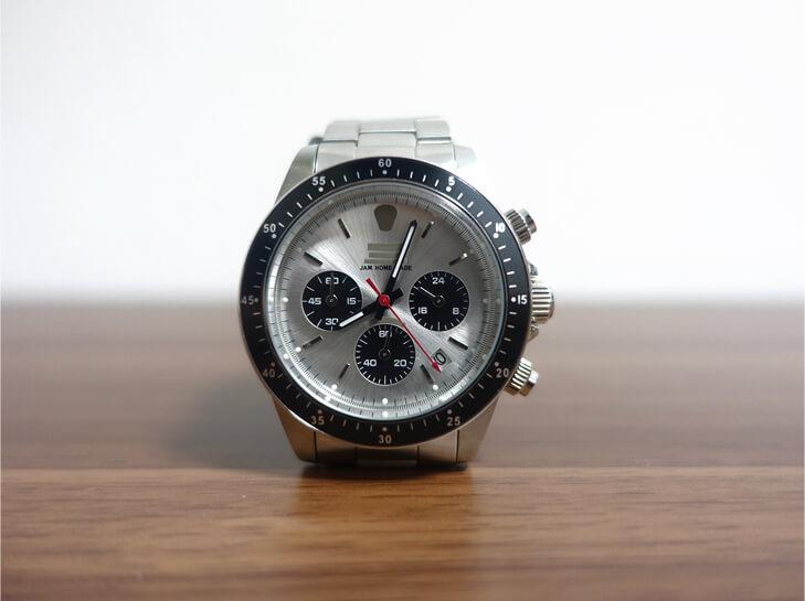 ジャムホームメイドの腕時計を正面から撮影した写真