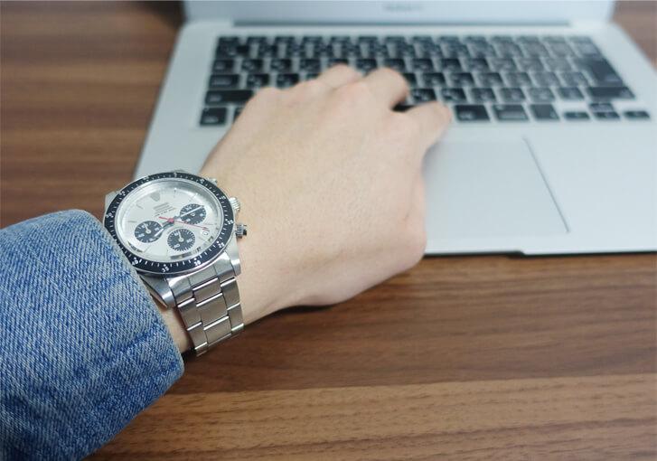 jam home madeの時計とPCの写真