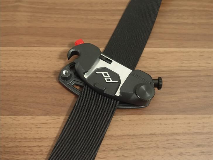 Peak Designのキャプチャープロカメラクリップの取り付け方