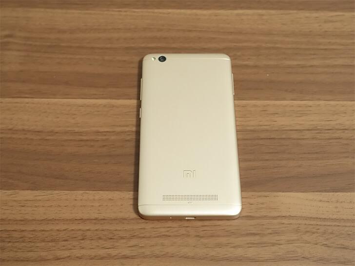 Xiaomi(シャオミ)スマホ「Redmi 4A」を背面から撮影した写真