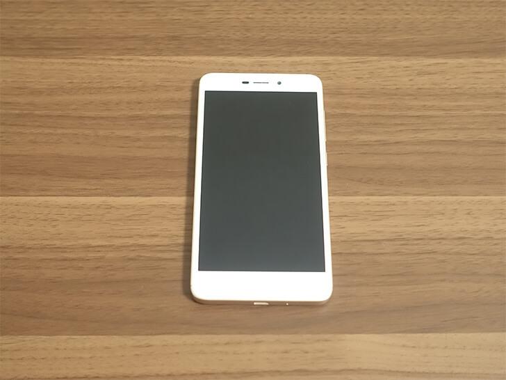 Xiaomi(シャオミ)スマホ「Redmi 4A」を正面から撮影した写真