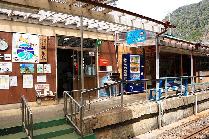 奥泉駅の駅舎の写真