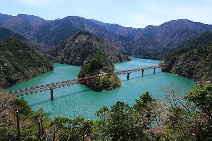 奥大井湖上駅を絶景ビューポイントを撮影した写真