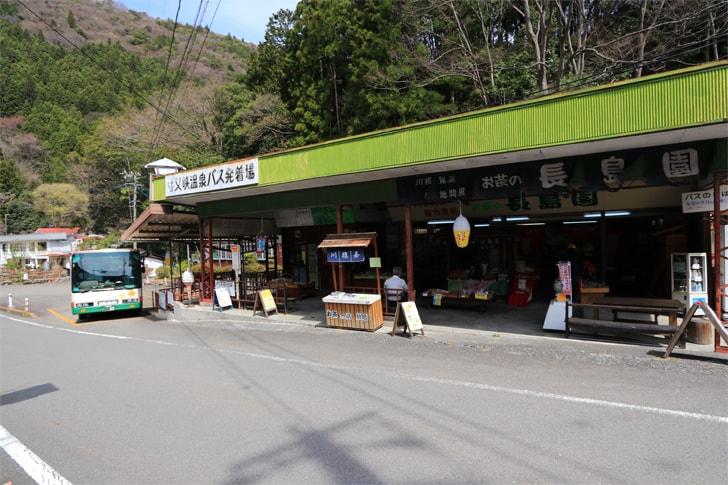 寸又峡温泉のバス停の写真