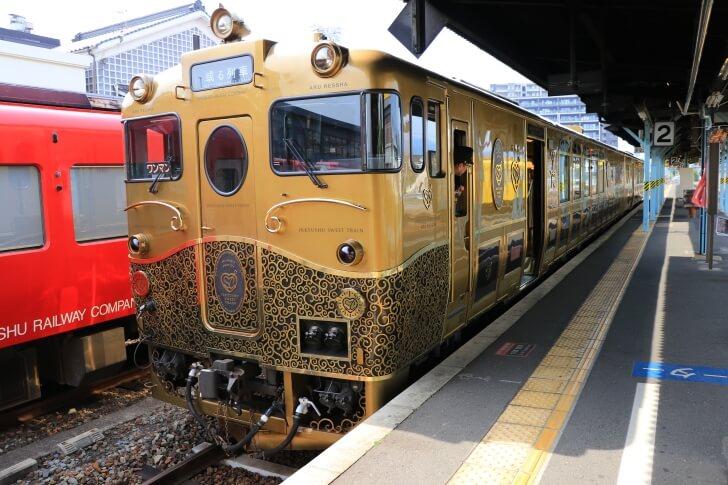 豪華列車或る列車の写真