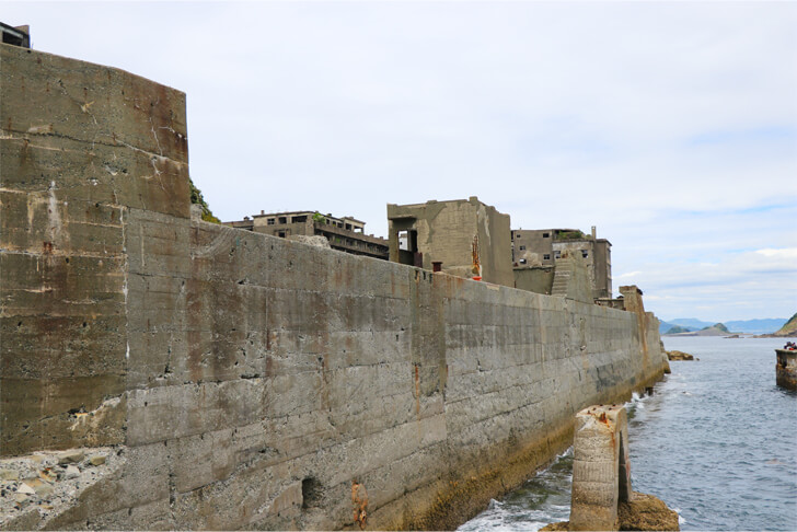 軍艦島の防波堤の写真