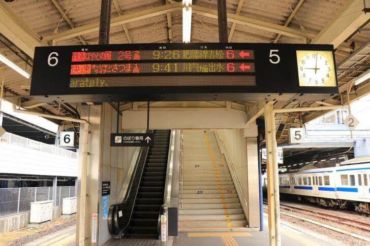 鹿児島中央駅の電光掲示板の写真