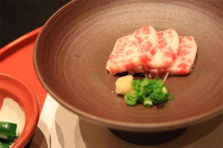 熊本グルメ馬刺しの写真