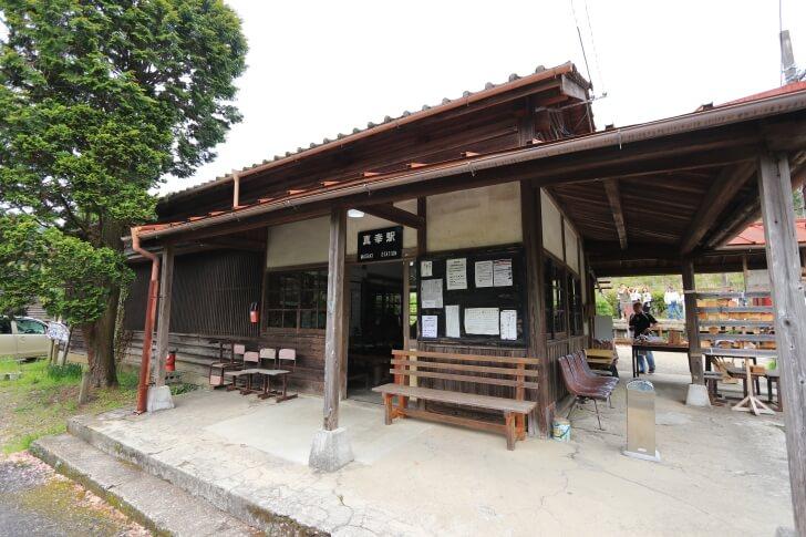 JR九州肥薩線の真幸駅の駅舎の写真