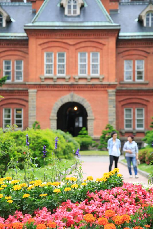 北海道庁旧本庁舎の北海道庁旧本庁舎と前庭の写真