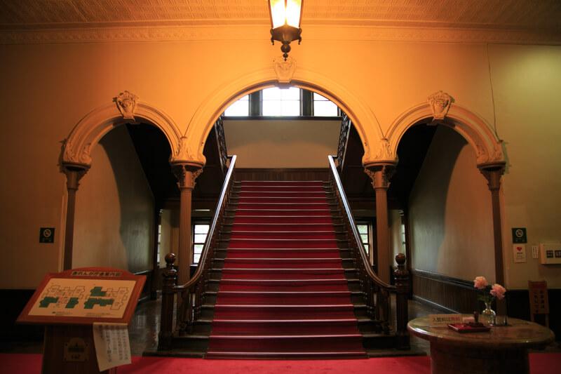北海道庁旧本庁舎の正面ホールの写真