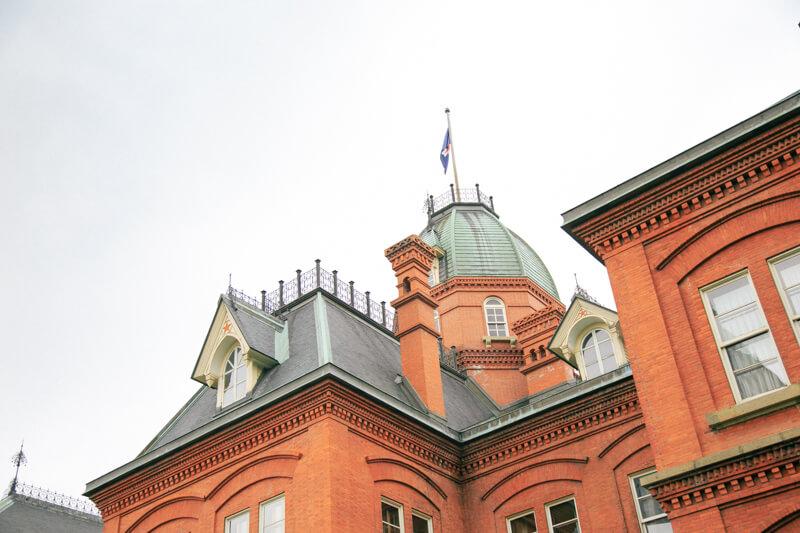北海道庁旧本庁舎の八角塔屋と赤い星をアップで撮影した写真