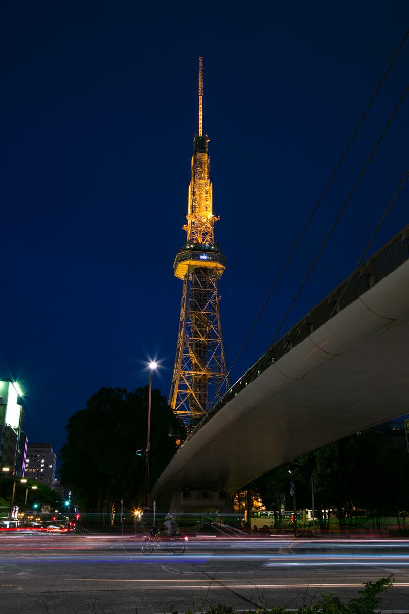 セントラルブリッジとテレビ塔を撮影した写真
