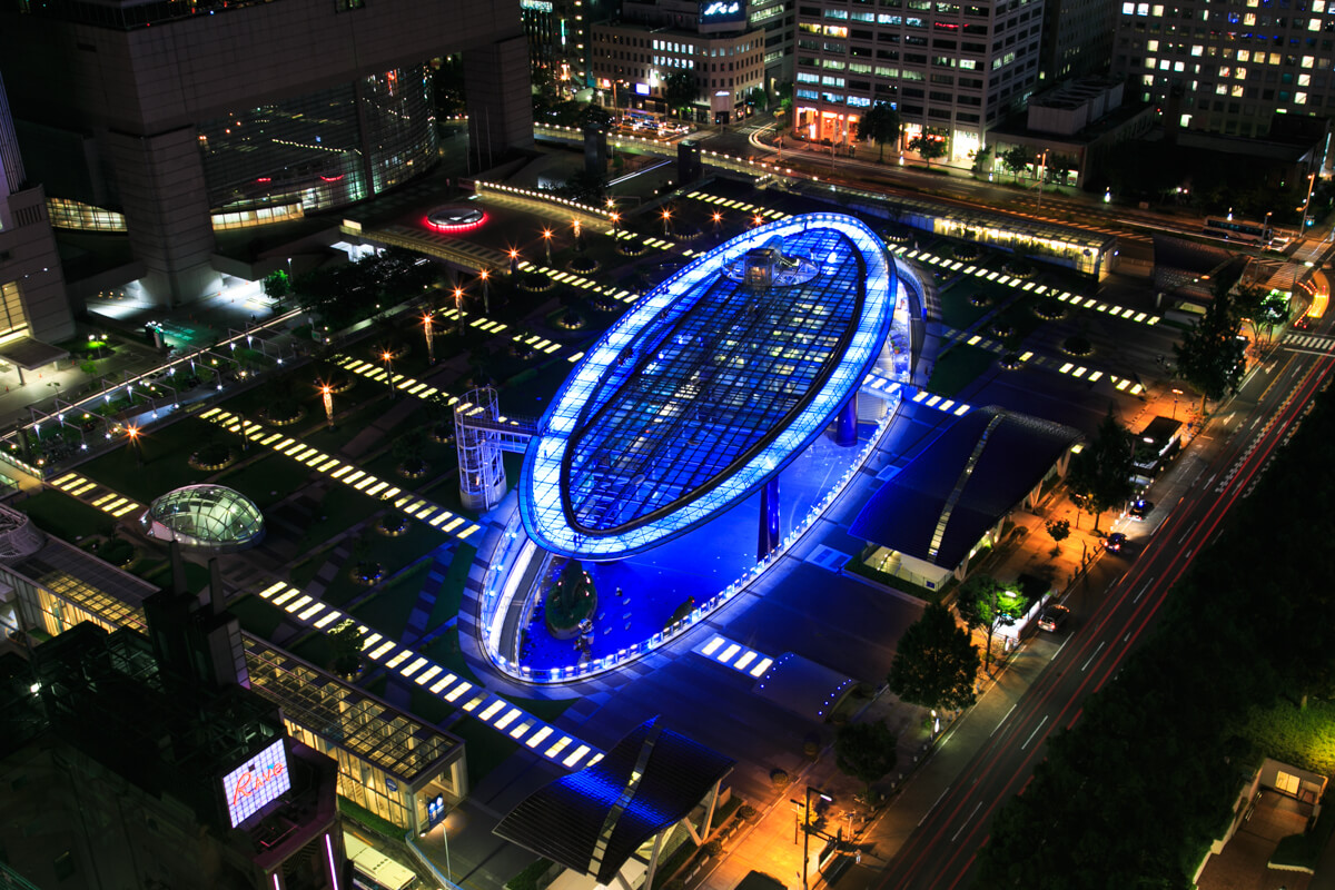 名古屋テレビ塔の展望台から眺めるオアシス21の写真