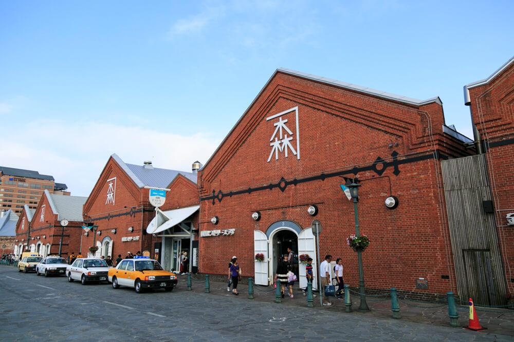 ベイエリアにある金森赤レンガ倉庫の写真
