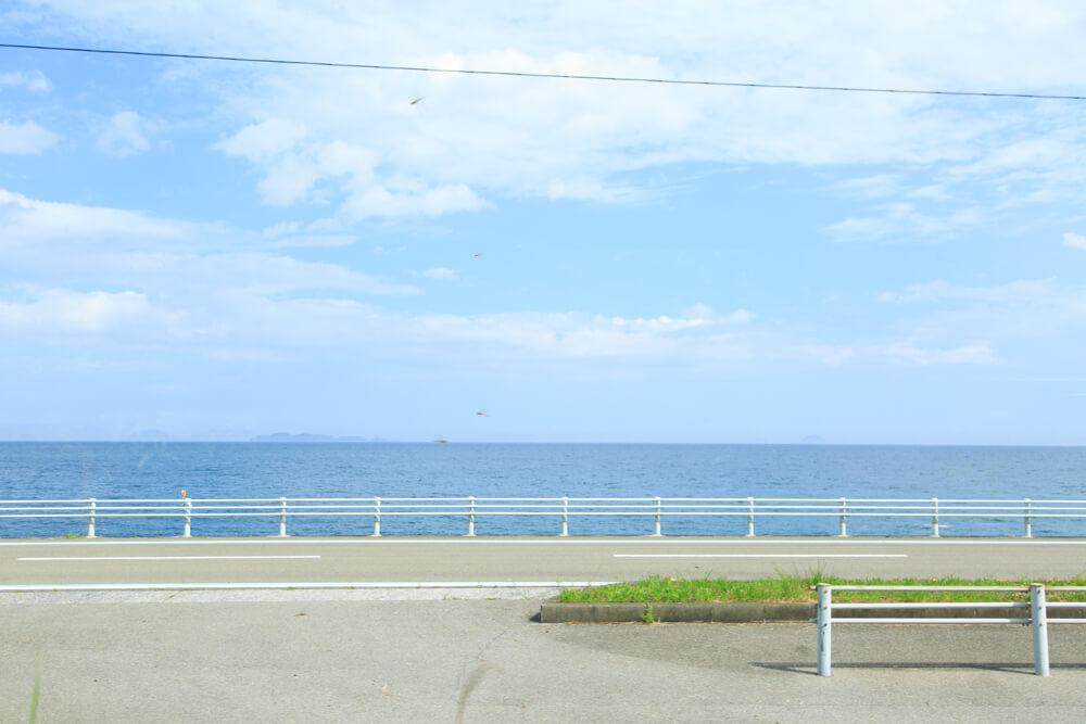伊予灘ものがたりの車窓から眺める海