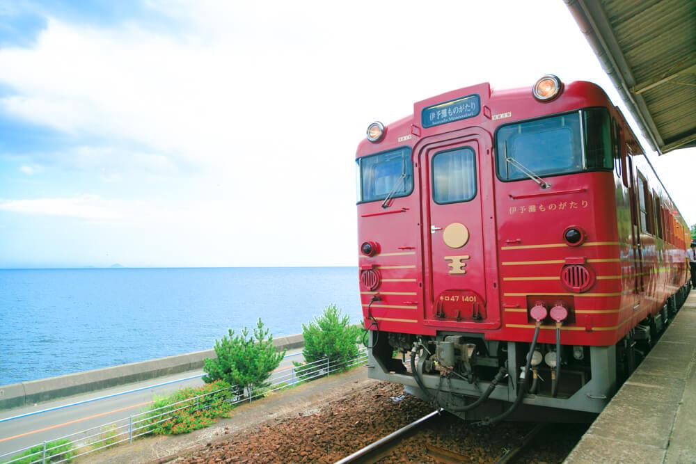 観光列車「伊予灘ものがたり」の写真