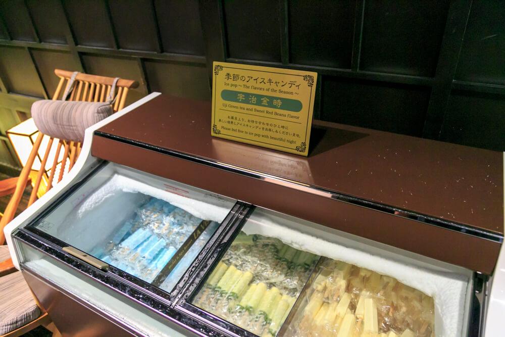 ラビスタ函館ベイの涼み処「そら」に設置されているアイスキャンディーボックスの写真