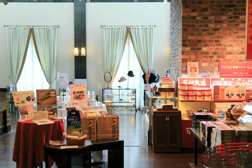 ラビスタ函館ベイのお土産売り場とカフェを撮影した写真