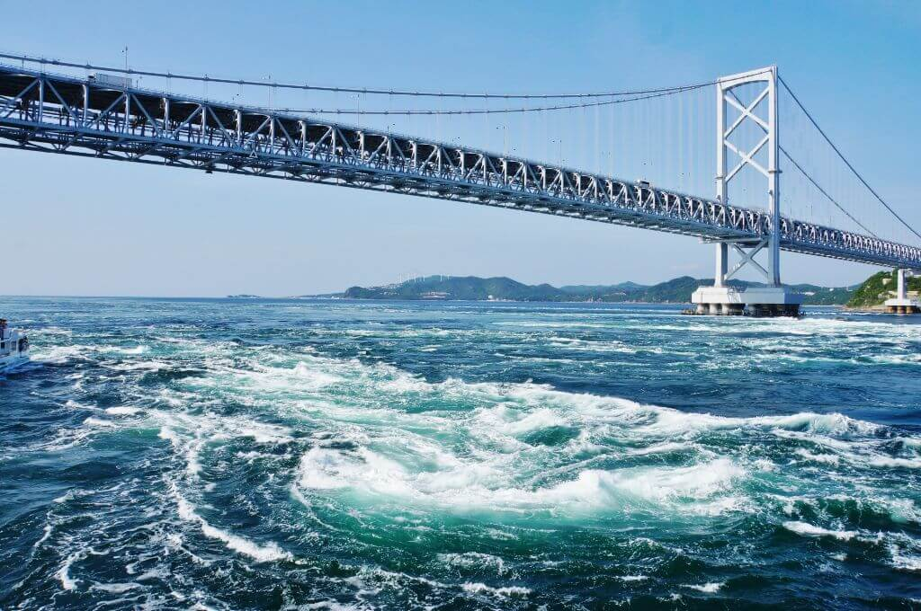 香川徳島県にある鳴門海峡とうず潮の写真