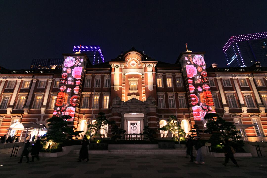 東京駅丸の内中央広場から撮影した東京ミチテラスの様子
