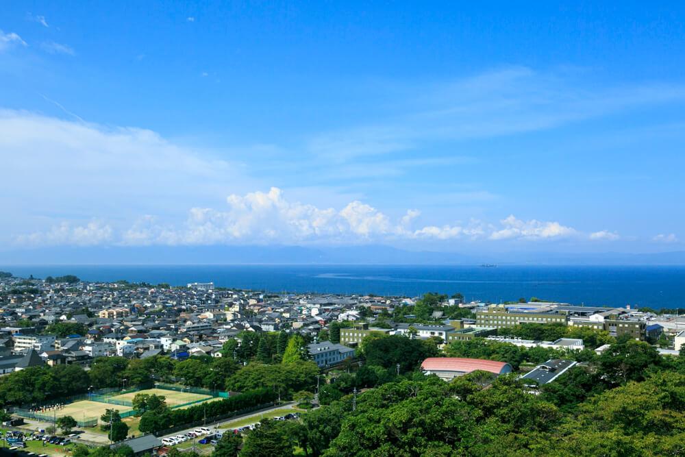 彦根城の天守閣からの眺めを撮影した写真