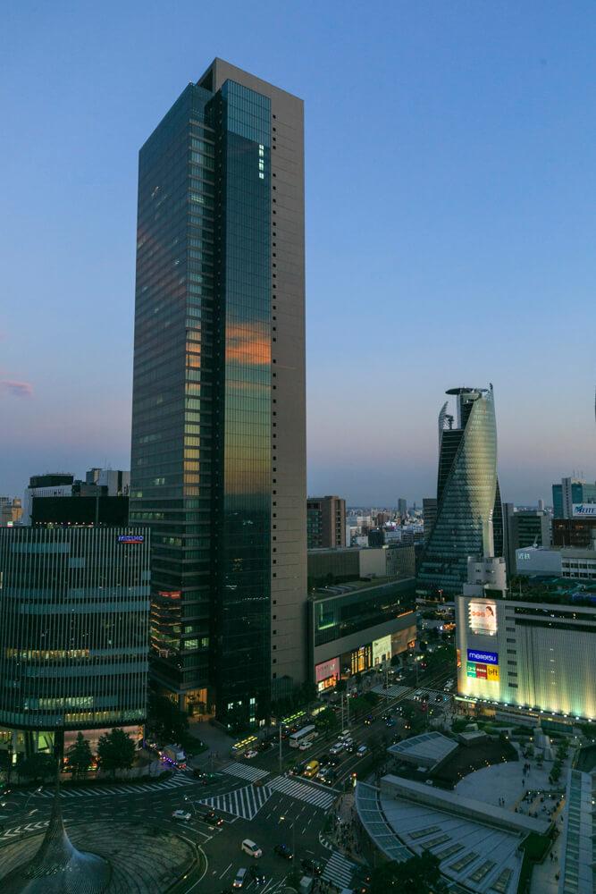 JRセントラルタワーズ15Fスカイストリートから撮影したミッドランドスクエア